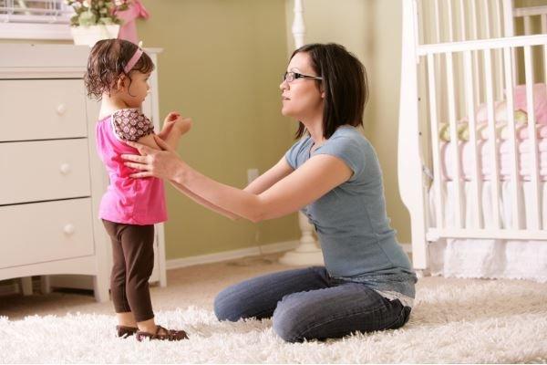 Как успокоить ребенка во время истерики: как вести себя