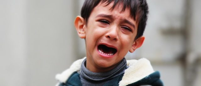 Ребенок в 2 года дерется с родителями и бьет маму с папой